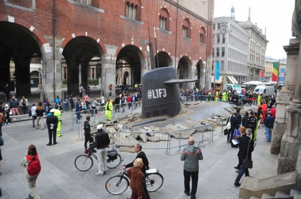 europa-assistance-europe-italie-italia-ambient-marketing-sous-marin-milan-rue-stunt-protect-your-life-l1f3-1-600x398