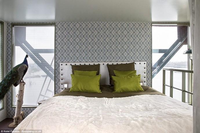 amsterdams-crane-hotel-2-690x459